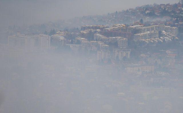 Sarajevo je prekrit z umazanim zrakom. FOTO: Reuters