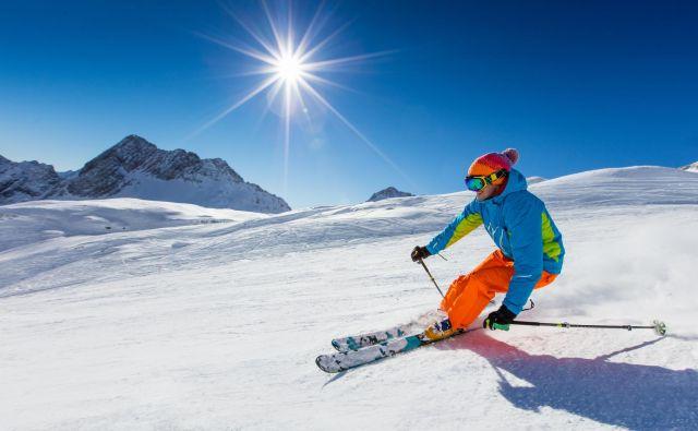 Smučarska sezona se začenja, za varne užitke na snegu moramo biti primerno opremljeni in pripravljeni, predvsem pa ne smemo preceniti svojega znanja. FOTO: Shutterstock