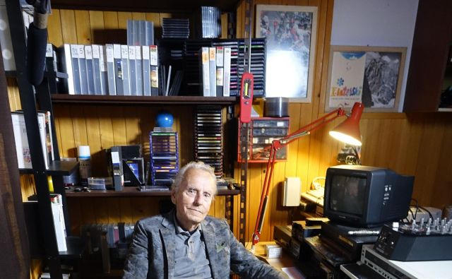 Davorin Mrak, legendarni filmski kronist in športni delavec, ki je do smrti maja letos tudi sam beležil utrip mesta Idrije. FOTO: Dušan Moravec