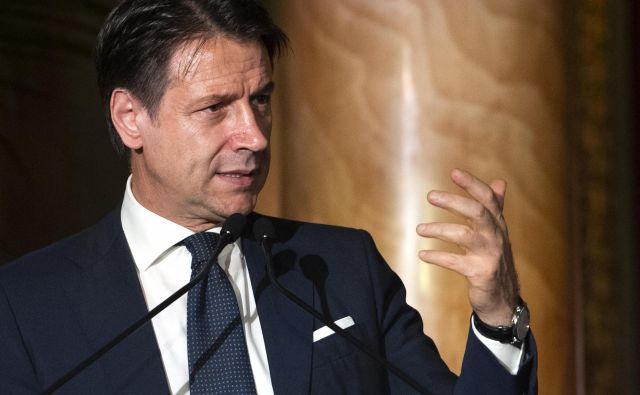 Italijanski premier Giuseppe Conte bo predsedniku evropske komisije Jean-Claudu Junckerju morda že prihodnji teden predstavil nov predlog proračuna. FOTO: AP
