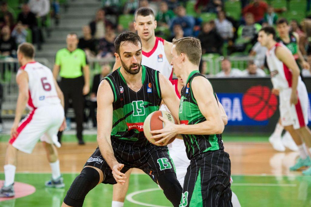Za FIBA med elito, v resnici na dnu
