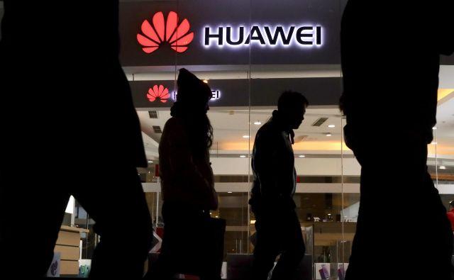 Huawei je v zadnjih letih postal glavni igralec na področju razvijanja pete generacije mobilnega omrežja. FOTO: Ng Han Guan/AP