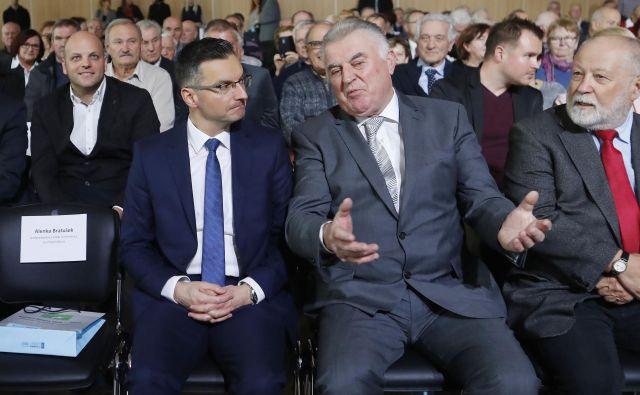 Marjan Šarec in Janez Sušnik sta se na sestanku pogovarjala predvsem o ukrepih, ki jih je Zdus posredoval vsem poslanskim skupinam in vladi. Foto Leon Vidic