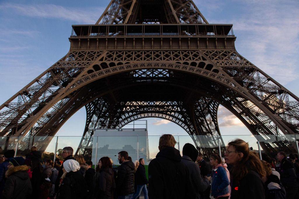FOTO:Pariške znamenitosti zaradi strahu pred novimi izgredi zapirajo vrata