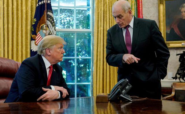 Donald Trump in John Kelly, ko sta še govorila. FOTO: Jonathan Ernst Reuters