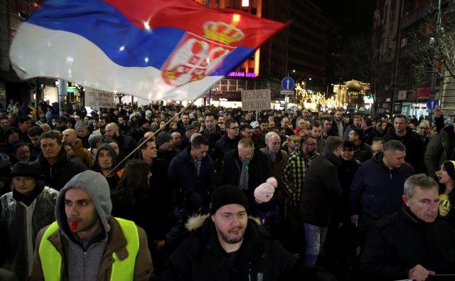 V Beogradu so vajeni protestov, sinočnje mirne demonstracije proti nasilju nad opozicijo, so minile brez incidentov in večjih posredovanj policije. FOTO:Marko Djurica/Reuters