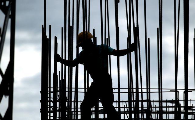Več kot 42.000 zaposlenih bo prihodnje leto prejemalo višjo minimalno plačo. Foto Roman Šipić/delo