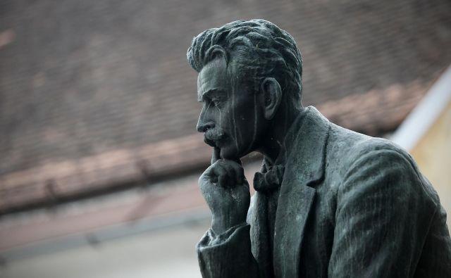 Spomenik Ivana Cankarja na Vrhniki. FOTO: Blaž Samec/Delo