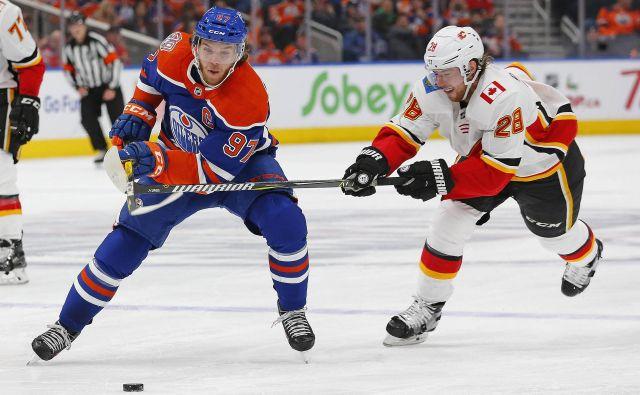Connor McDavid je eden najboljših hokejistov v ligi NHL, a tokrat ga je zasenčil njegov vratar. FOTO: Reuters
