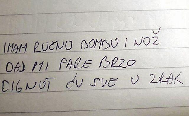 Ena od žrtev je imela zaradi grde pisave težave z branjem sporočila, kar je roparja razjezilo. FOTO: Jutarnji list