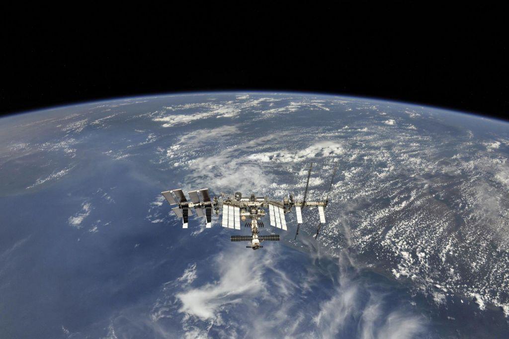 Rusi prvi nastisnili organ v vesolju