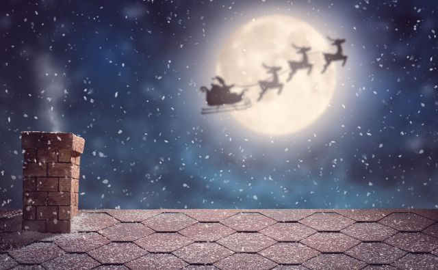 Merry Christmas and happy holidays! Santa Claus flying in his sleigh on background moon sky. Christmas story concept. Foto Choreograph Getty Images/istockphoto