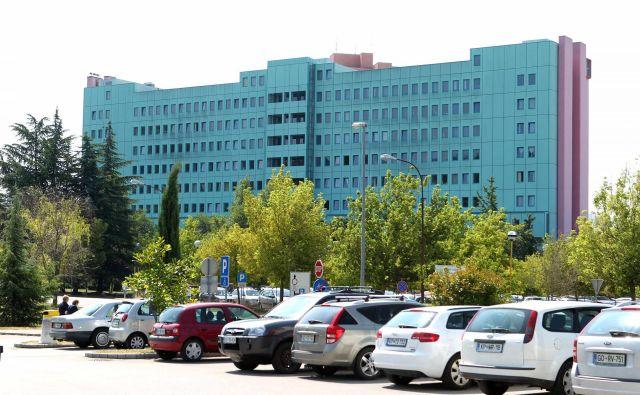 Bolnišnica kljub sanacijskemu programu in 7,1 milijona evrov sanacijske pomoči, ki jo je nazadnje prejel od države, ostaja globoko v rdečih številkah. Foto Igor Mali