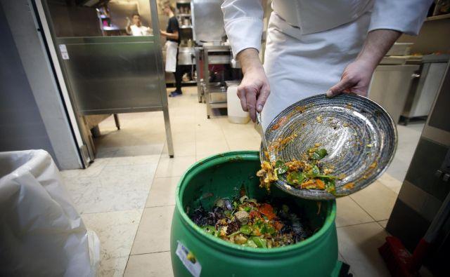 Veliko možnosti za izboljšave imata gostinstvo in strežba, kjer do zdaj niso sprejeli opaznejših ukrepov za zmanjševanje zavržkov hrane. FOTO: Matej Družnik