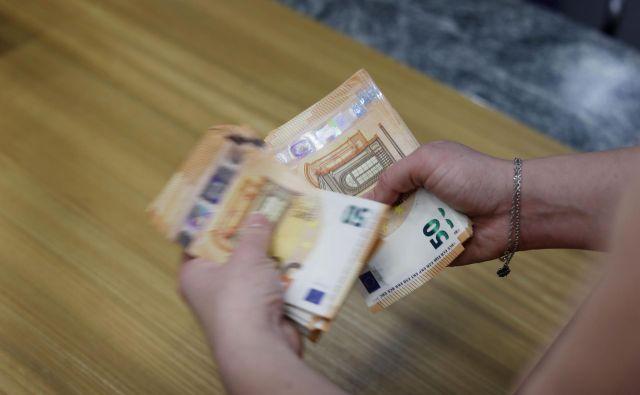 V Sloveniji je bila povprečna starostna pokojnina ob osamosvojitvi približno 80 odstotkov povprečne neto plače, danes pa znaša le še 59 odstotkov ali 640 evrov. Foto Leon Vidic