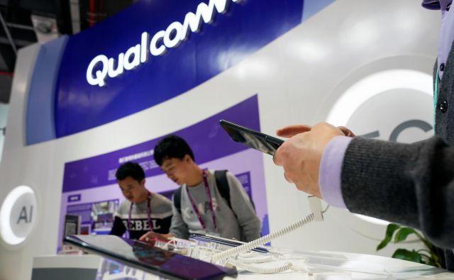 V ozadju spora je boj za položaj na trgu mobilnih naprav. Foto Reuters