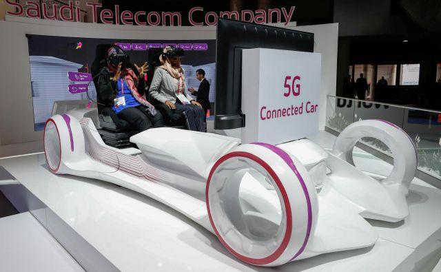 Prava povezljivost avtomobilov je zaenkrat še simulacija, kot so jo na primer predstavljali februarja letos na tehnološkem sejmu Mobile World Congress v Barceloni. Foto Reuters