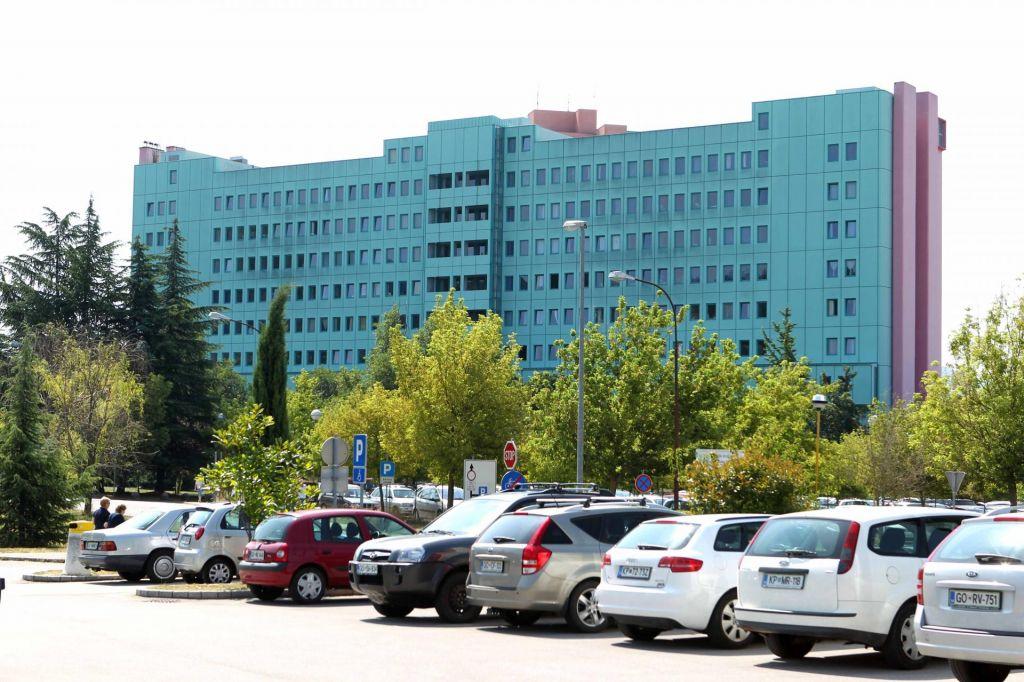 Šempetrska bolnišnica tone v rdečih številkah
