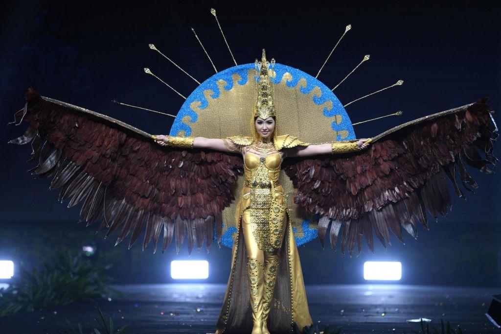 FOTO:Razkošne obleke na izboru Miss Universe