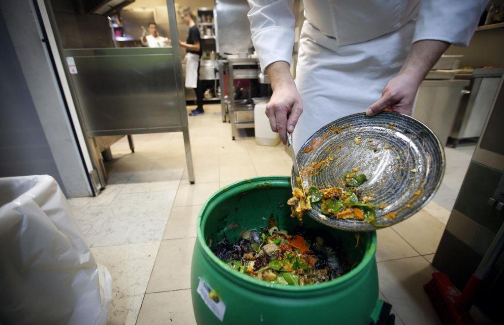 FOTO:Hrane zavržemo manj, a je še ne cenimo dovolj