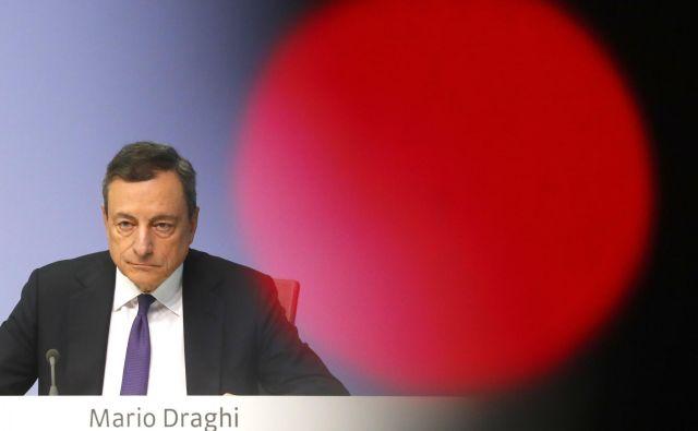 Predsednik ECB Mario Draghi je najbolj zaslužen za ohranitev evra in njegovo spodbujevalno vlogo v Evropi. FOTO Reuters
