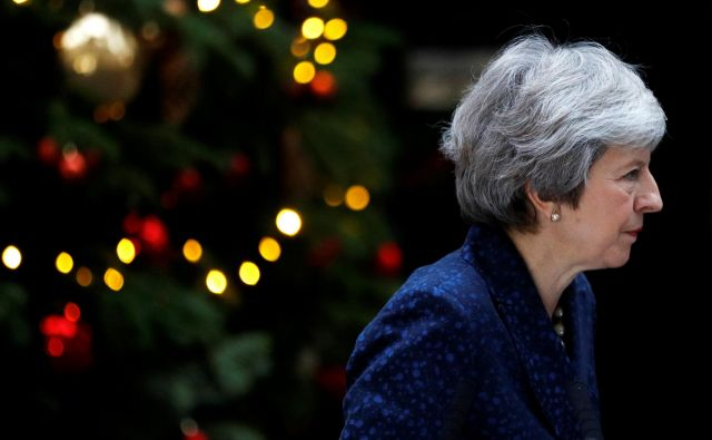 Theresa May je prava mojstrica političnega preživetja, a sreča jo nedvomno zapušča. FOTO: REUTERS/Peter Nicholls