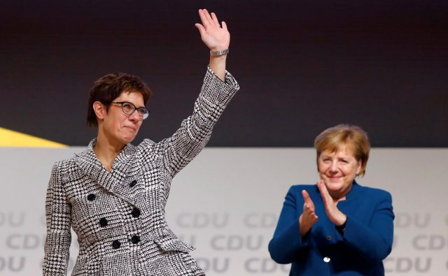 Annegret Kramp-Karrenbauer bi v morebitni novi politični krizi lažje sestavila vlado kot njena politična mentorica Angela Merkel. FOTO: Reuters