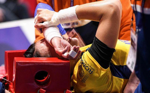 Cristina Neagu je na šestih tekmah zbrala 44 golov in bi bila bržčas prva strelka prvenstva, če je ne bi ustavila huda poškodba kolena. FOTO: AFP