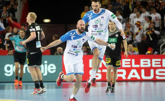 Vid Kavtičnik in Borut Mačkovšek sta izpustila jesenski tekmi v kvalifikacijah za EP, v Franciji pa bosta spet zastopala slovenske barve. FOTO: AFP