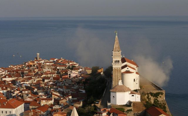Slovenski turizem od Goričkega do Pirana bo po napovedih pod streho državnega upravljavca. Foto Matej Družnik/Delo