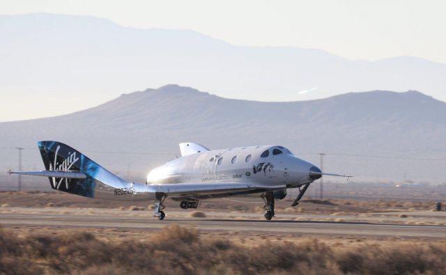 SpaceShipTwo uspešno na tleh. Foto Virgin Galactic