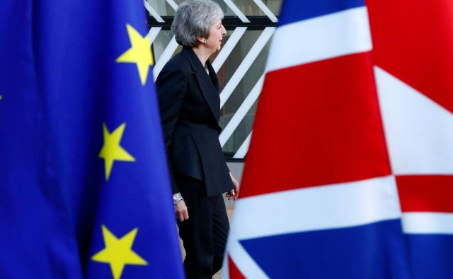 Theresa May je v Bruselj prišla z željo, da bi od kolegov dobila vsaj nekaj pomoči pri reševanju doseženega ločitvenega sporazuma. FOTO: REUTERS/Francois Lenoir