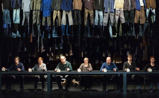 Utrinek iz predstave Ob zori. FOTO: Nada Žgank