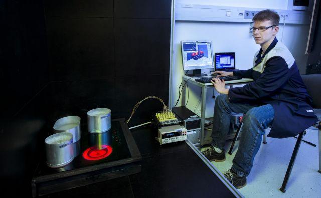 Preizkuševalci preverjajo predvsem, ali bi se naprava pri uporabi lahko vnela, eksplodirala, stresla ali poškodovala uporabnika. FOTO: arhiv SIQ