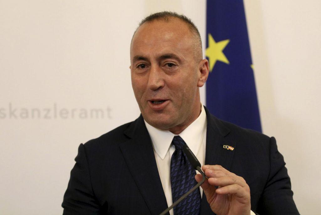 Kosovo gradi vojsko, na severu vroče