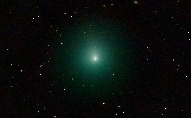 Komet46P/Wirtanen. Posnet je bil s pomočjo teleskopa. FOTO: Nicolas Biver/AFP