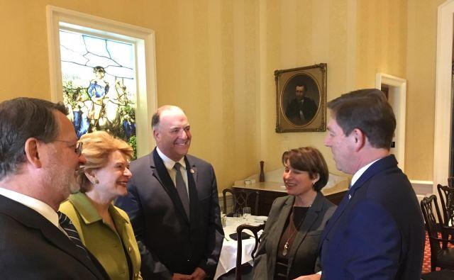 Slovenija si želi podpore ameriških političark, kot sta senatorki Amy Klobuchar (druga z desne) in Debbie Stabenow (druga z leve). FOTO Rebecca Hammel/ US Senate Photographic Studio.