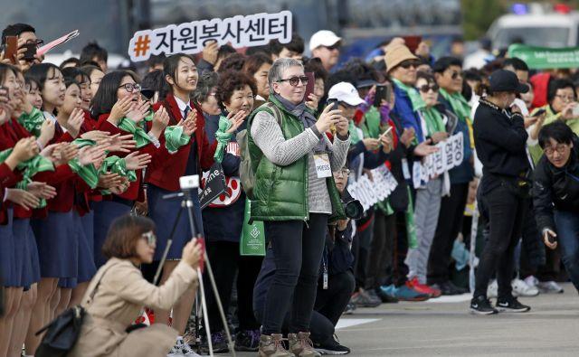 Za Delo je Zorana Baković (v zelenem) spremljala tudi zimske olimpijske igre v Južni Koreji. FOTO: Matej Družnik