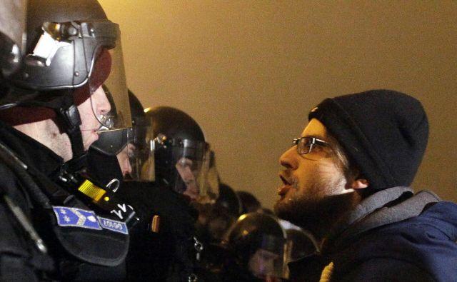 Policisti trdijo, da so bili protestniki nasilni, kar pa ne velja za vse. FOTO: AFP