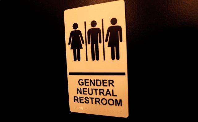 Novi zakon velja tudi za tiste, ki so že vpisani kot moški ali ženske, pa s tem ne soglašajo.Foto: Mike Segar/Reuters