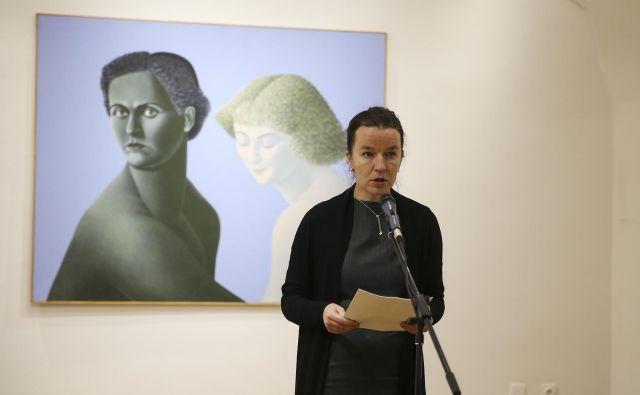 »Metka Krašovec je v prostoru slovenske likovne umetnosti ustvarila svojevrsten zaprti vrt izvirnega slikarstva,« je dejala kustosinja Moderne galerije Martina Vovk.