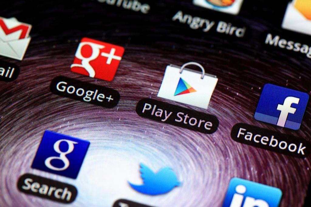 Facebook spet s težavami s hroščem