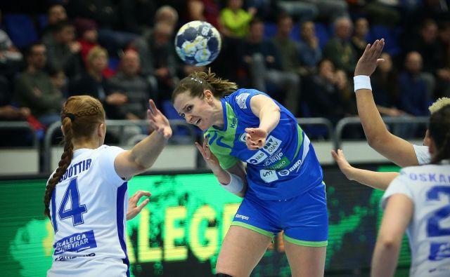 Slovenske rokometašice so na evropskem prvenstvu pustile dober vtis, proti Makedoniji bodo lovile šesto uvrstitev na SP. FOTO: Jo�že Suhadolnik/Delo