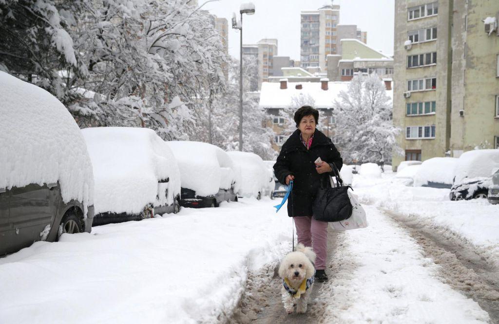 FOTO:V delih BiH zapadlo več kot pol metra snega, močno sneži tudi v Srbiji in Črni Gori (FOTO)