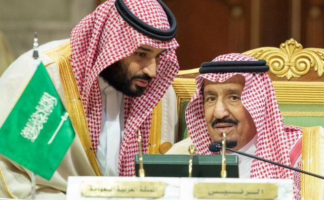 Kronski princ v pogovoru s kraljem. FOTO: Handout Reuters