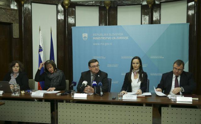 Na ministrstvu za zdravje so predstavili načrte za prihodnje delo: minister Fakin želi, da se državljanom v novem letu izpolni čim več želja, za zdravstveni sistem pa obljublja, da bodo poskrbeli oni. FOTO: Jože Suhadolnik