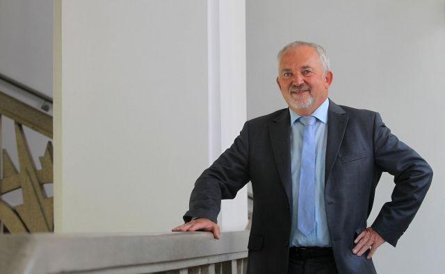 Marjan Suš�elj, generalni direktor zdravstvene blagajne, razpolaga letos prvič s tremi milijardami evrov. Foto Blaž Samec/DELO.