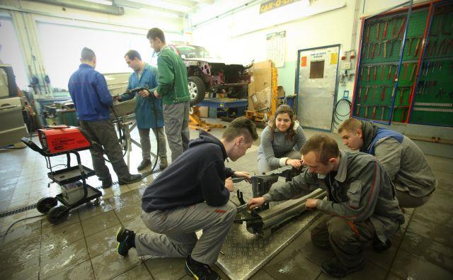 Slovenija črpa denar za mehke projekte, tudi za zaposlovanje mladih. FOTO: Jure Eržen/Delo
