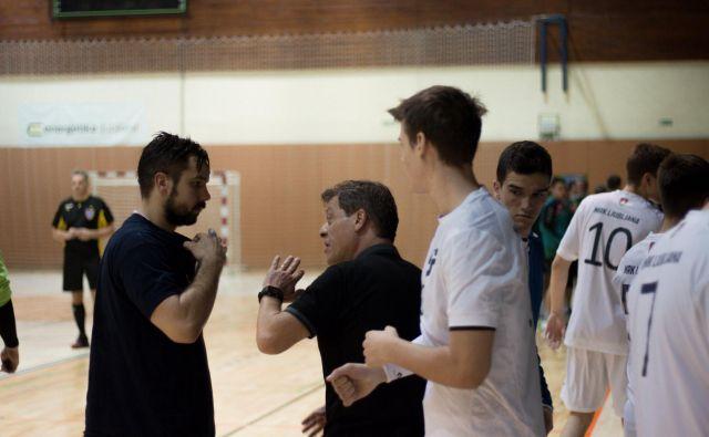 Bojan Čotar (v sredini) še nima poraza na klopi ekipe z Galjevice. FOTO: MRK Ljubljana.