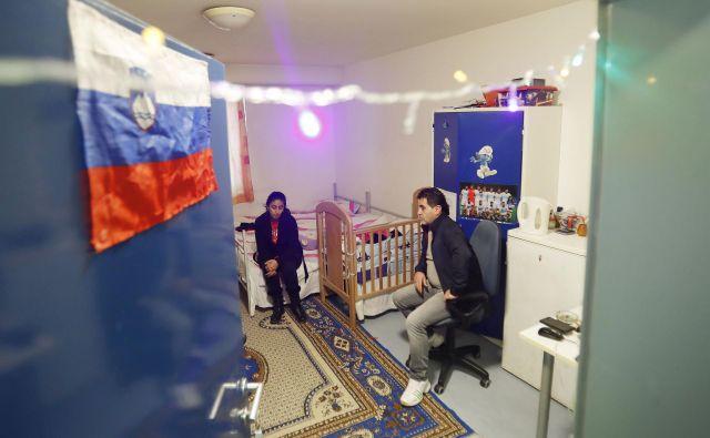 Fadia in Ammar Ahmmad si želita nadaljevati življenje v Sloveniji, kjer sta že vzpostavila prijateljske stike in kjer otroci že obiskujejo šolo. FOTO: Leon Vidic/Delo